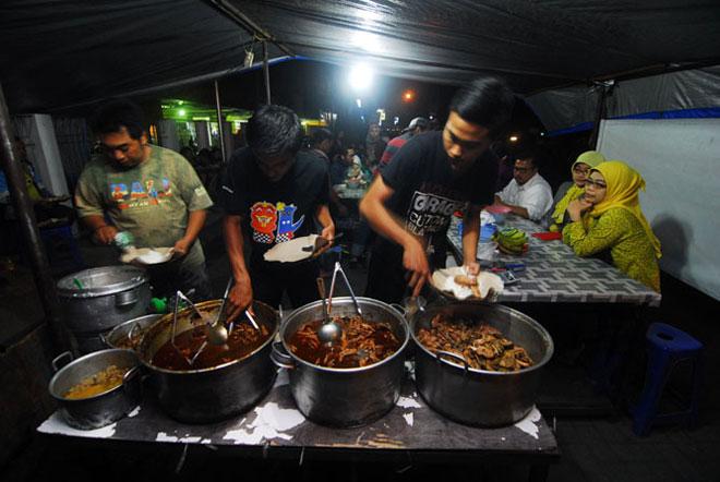 Rekomendasi Kuliner Ceker Setan Pedas Di Malang