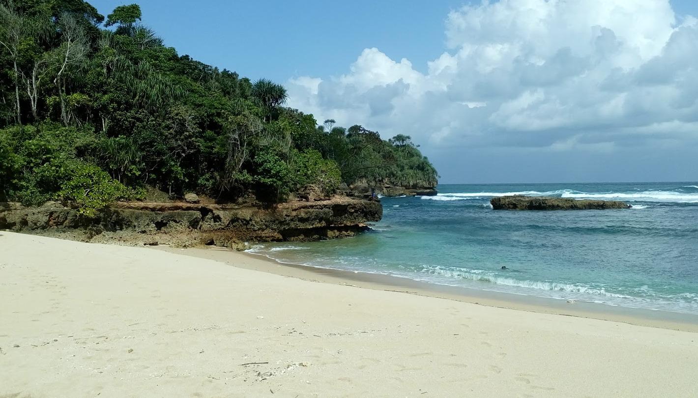 Pantai Regent Cembirit Malang