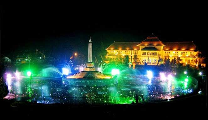 Tahun Baru di Tugu Balaikota Malang