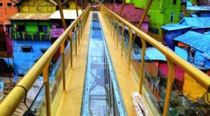 Jembatan Kaca Kampung Warna-warni Malang