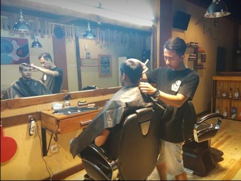 18 Barbershop Malang