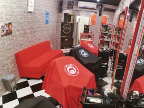 Level Barbershop Malang