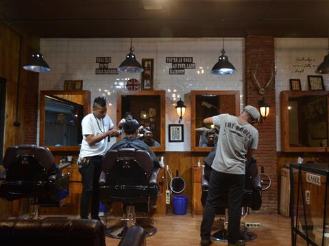 The Roots Barbershop Malang