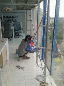 Cleaning Kaca Malang